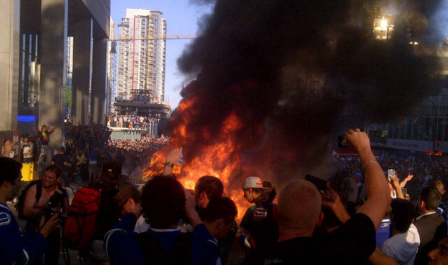 Vancouver Fans Riot as Canucks Lose Stanley Cup [PHOTOS]