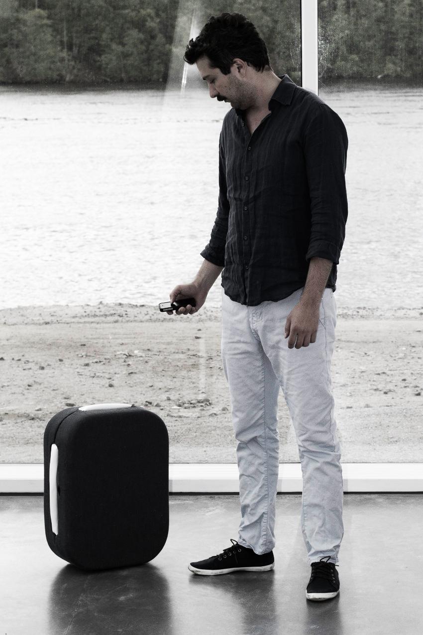 mashable reports hop hands-free suitcase close user moves range