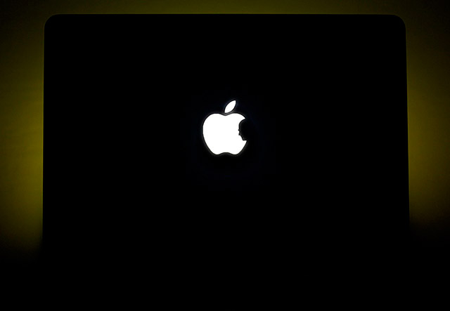 Steve Jobs Silhouette MacBook Pro