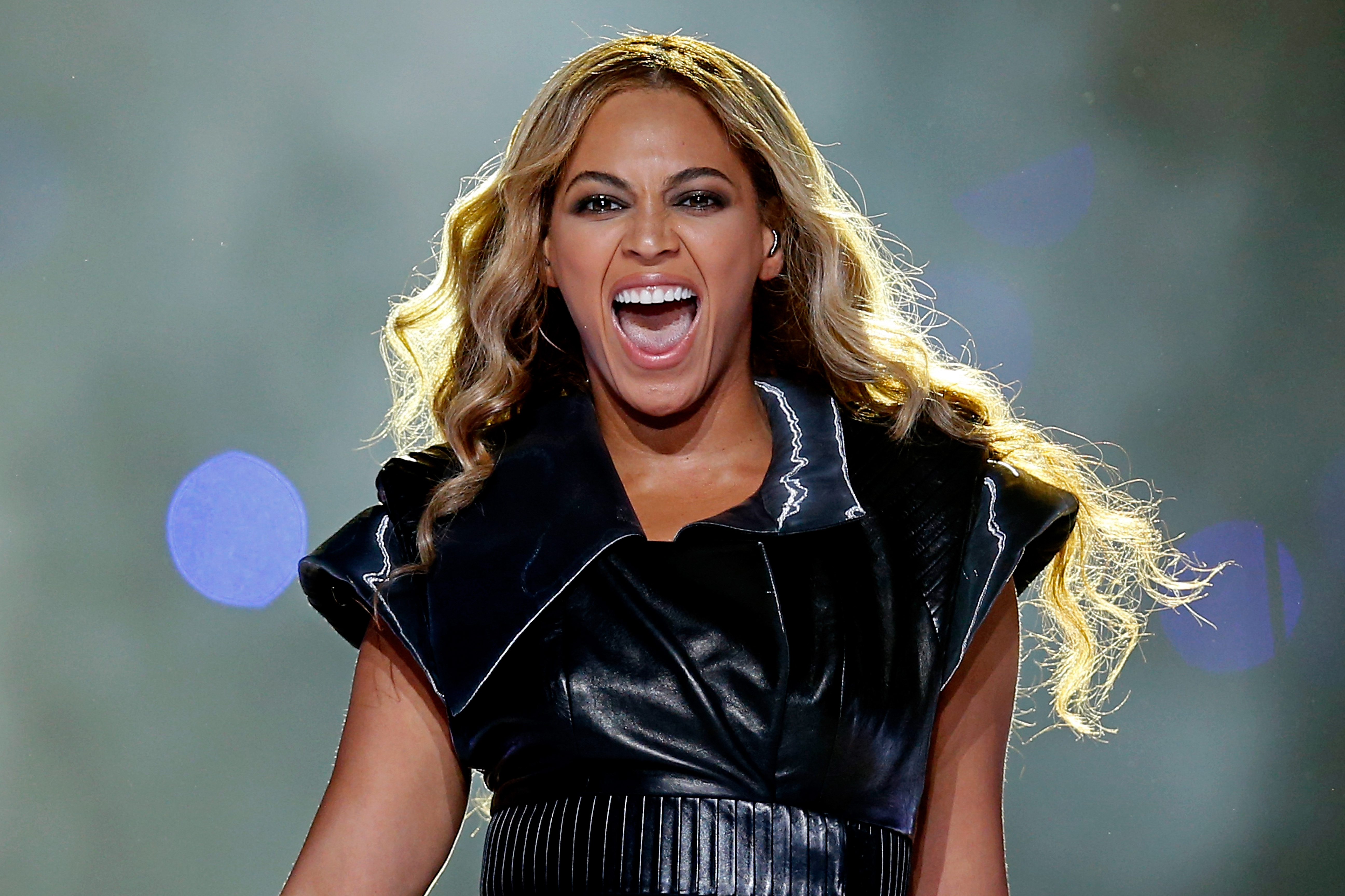 beyonce's super bowl show in 10 fierce photos