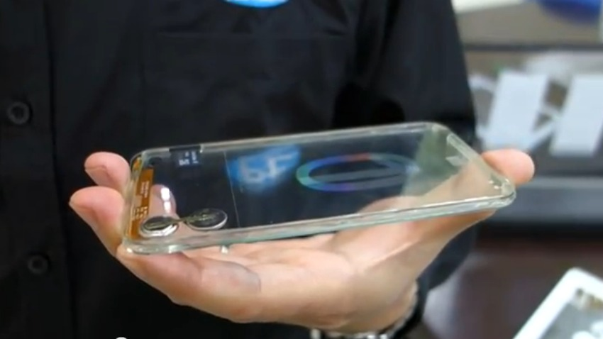 إختراع أول هاتف شفاف بالتايوان Transparent-smartphone