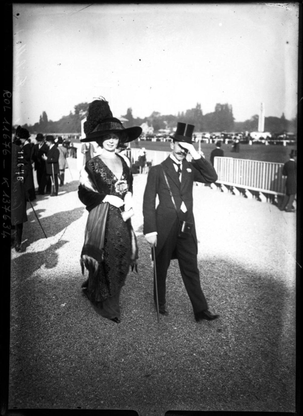http://mashable.com/2014/11/13/paris-fashion-longchamp-races/