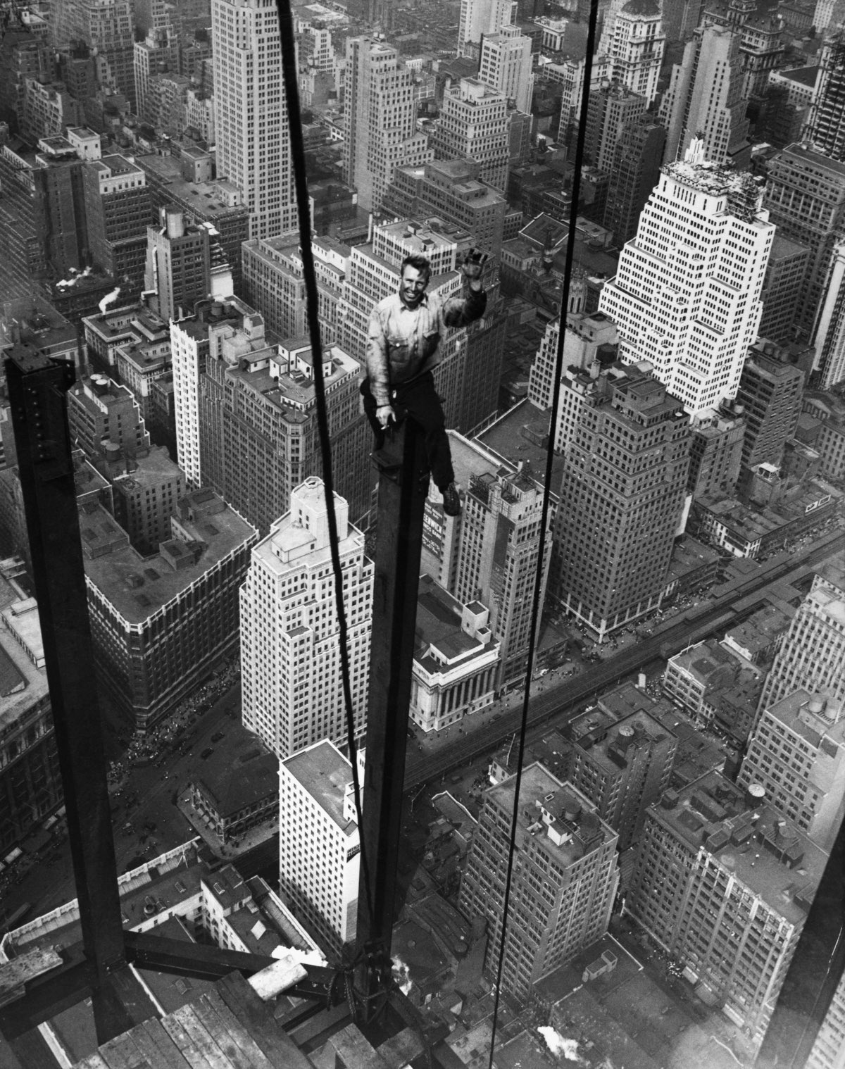 Empire State Building daredevil photos will give you vertigo