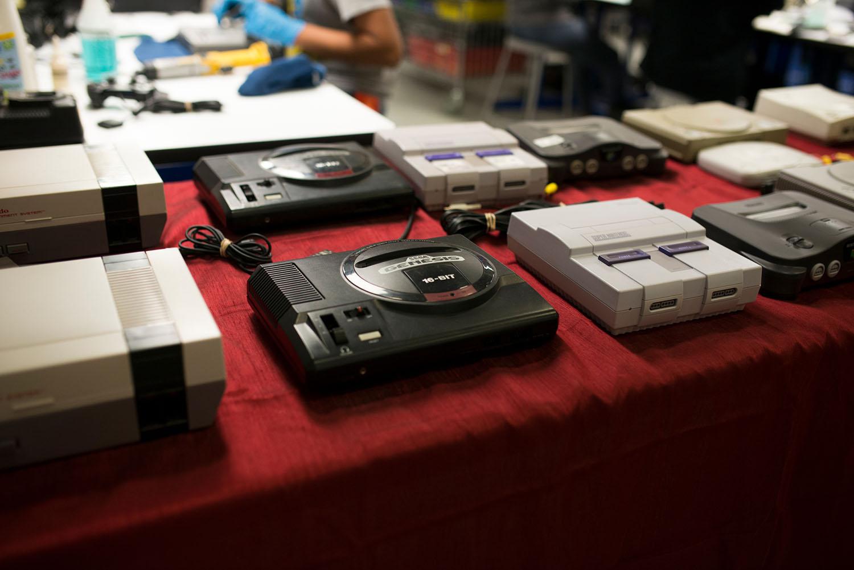 [Image: GameStop-Retro-Consoles-33.jpg]