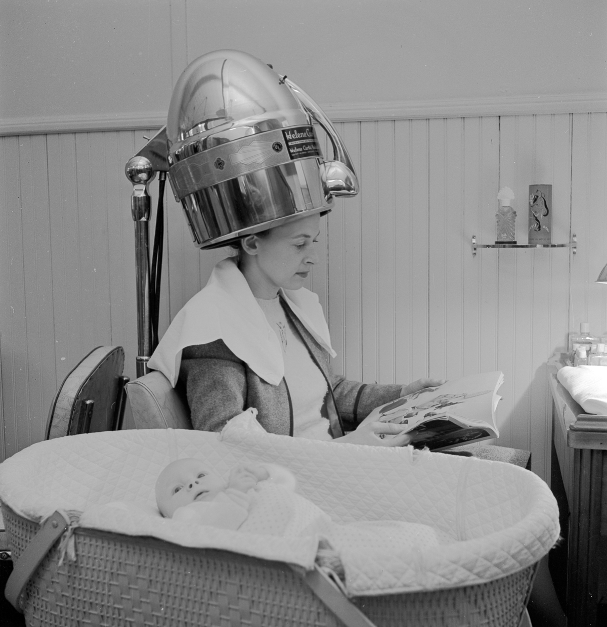 Amazing Com: These Early Hair Dryers From The 1920's Look Like They Are