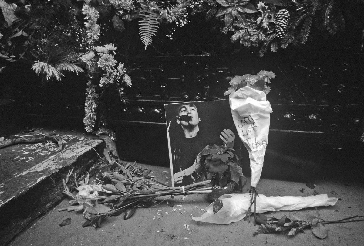 35 years ago, grief at the scene of John Lennon's murder