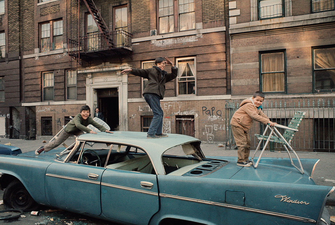 http://mashable.com/2015/12/09/new-york-1970s-vergaras/#nXVgmjH9kkql