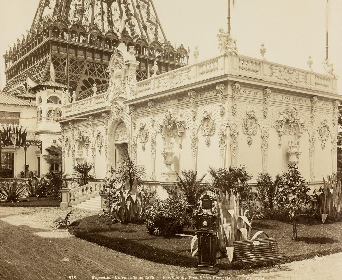 Paris built the eiffel tower as an entrance for this for Expo photo paris