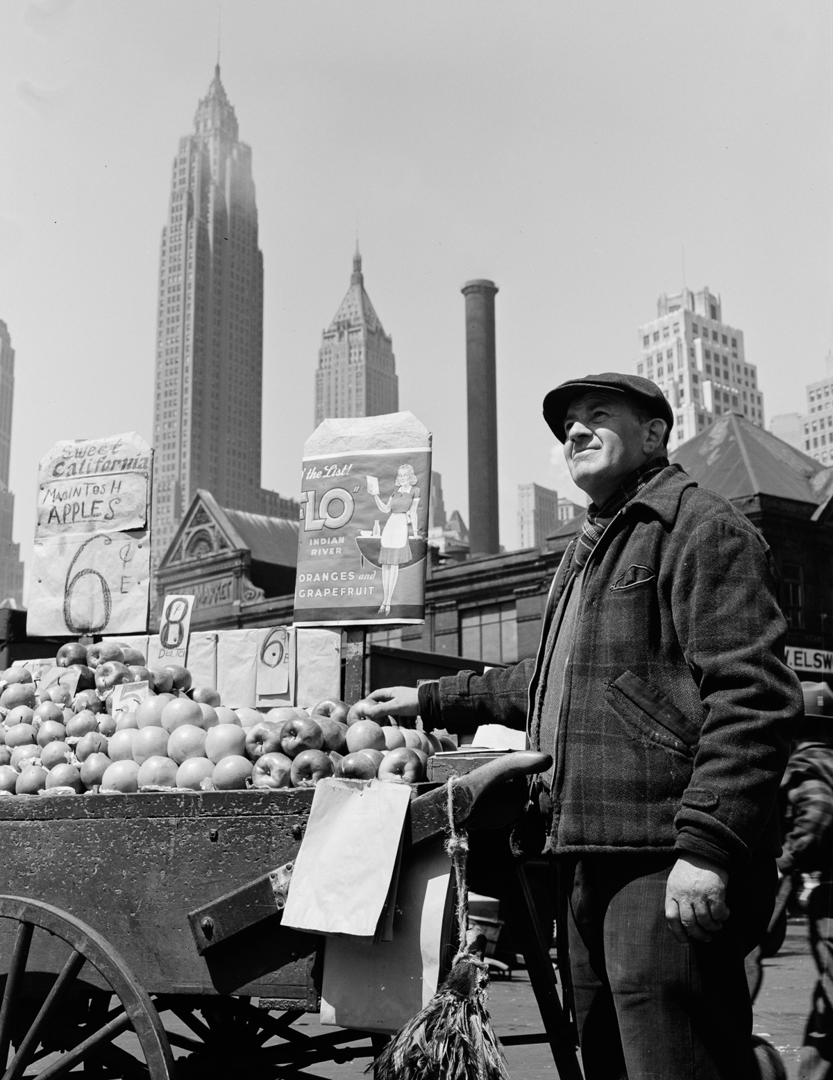 1943 grizzled fishermen unload their catch in lower manhattan for Fulton fish market online