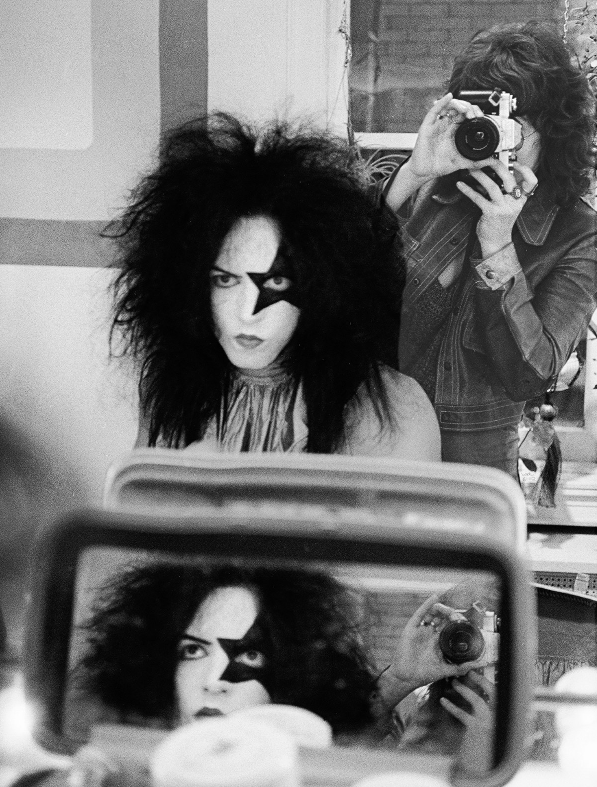 How Kiss Applied Makeup Before Concerts